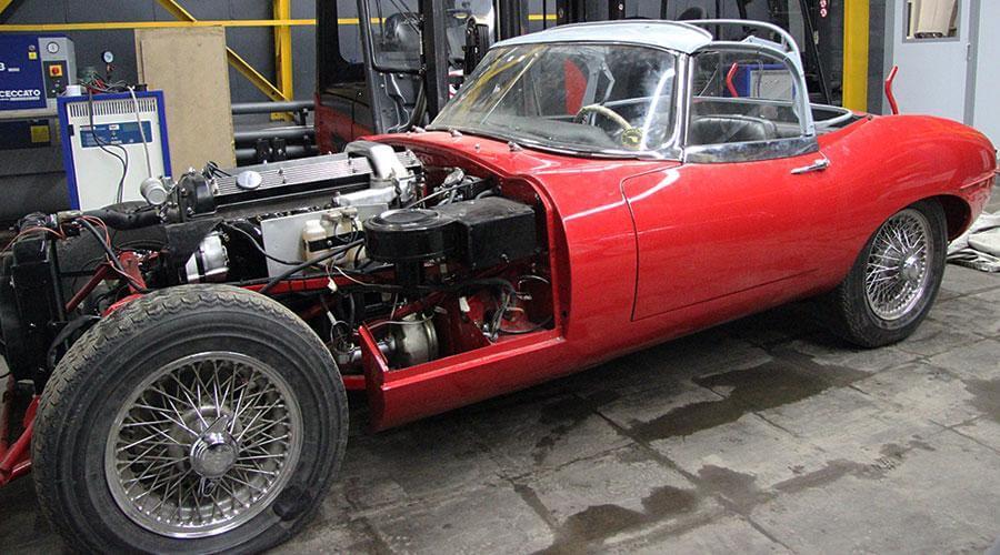 Комплексная реставрация салона и шумоизоляция пола Jaguar E-type 1968 года