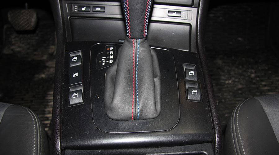 Перетяжка ручки КПП кожей BMW