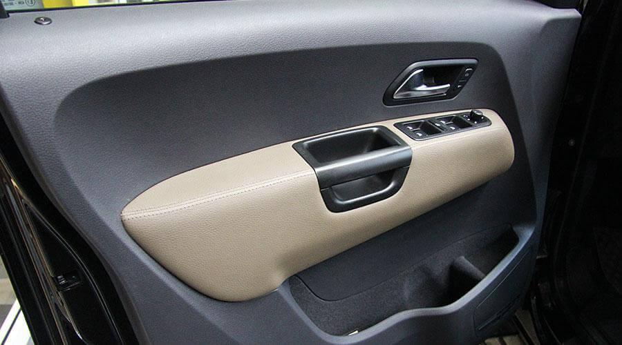 Перетяжка 4х дверных подлокотников Volkswagen Amarok