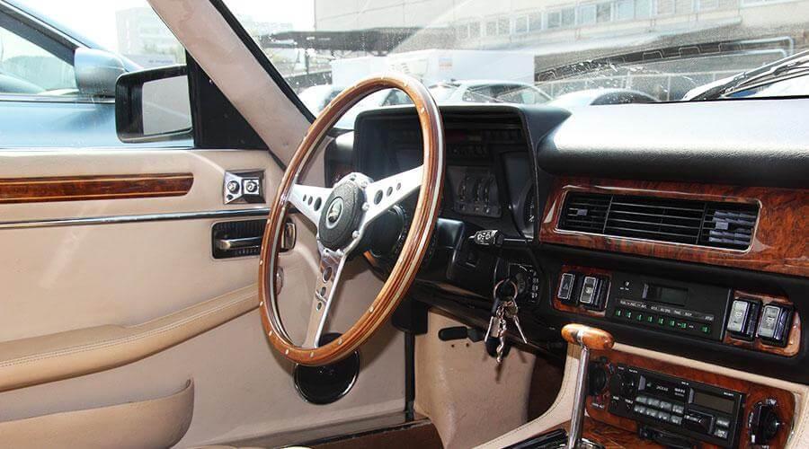 Локальная химчистка руля и потолка Jaguar XJS V12